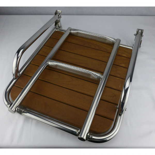 Badeplattform mit Teakholzbelag und integrierter Badeleiter